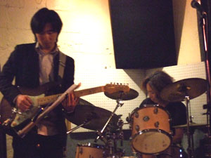 加藤素朗Guitar,山田潤一Drums