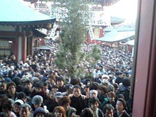 これが浅草寺のお参りの列