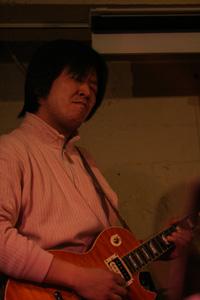 山本敏夫(Gt)