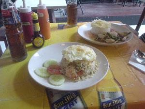 タイの初朝食カオ・パットとタイ風オイスター炒め