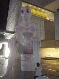 サヤーム駅付近にある巨大モニュメント