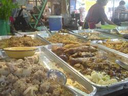 タイのチャットチャックの食堂の料理。