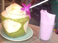 タイのチャットチャックで頼んだココナッツジュース