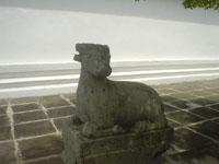 ワット・アルンの石像や仏像の山々2